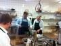 Action i köket.